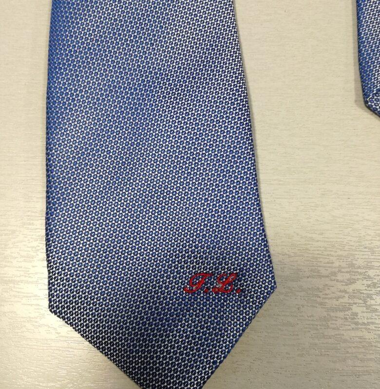 ricamo su cravatta